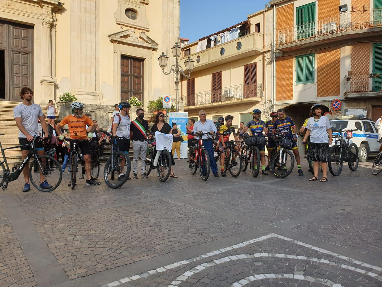 Appennino Bike Tour, la ciclovia dell'Appennino saluta la Calabria e sbarca in Sicilia